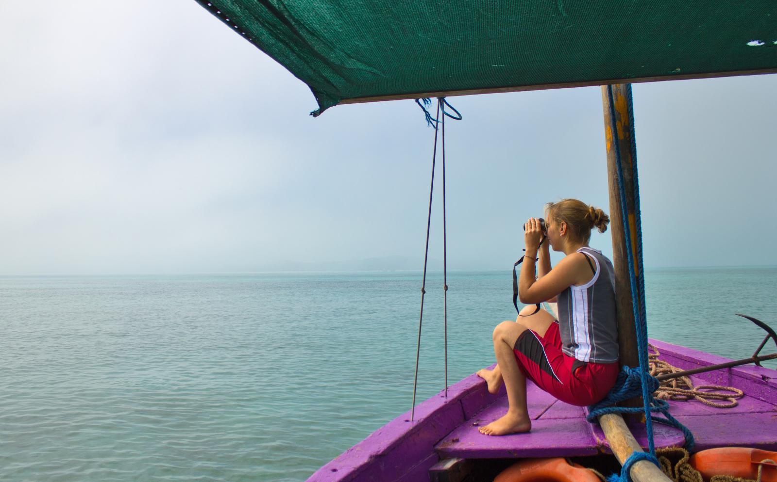 Voluntaria de Construcción en Mozambique admirando el océano Índico durante su tiempo libre